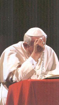 john paul ii praying rosary