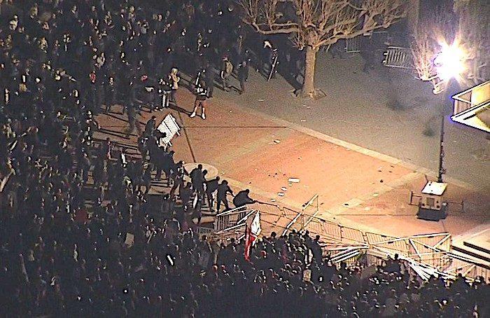 berkeley_protests_riot_crowd
